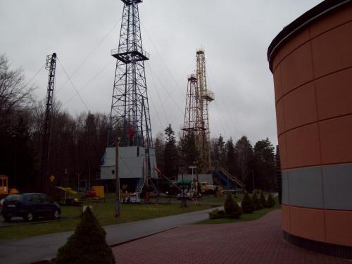 2011.04.14 - Muzemu Przemysłu Naftowego 23 - Bóbrka - współczesne wierze wiertnicze
